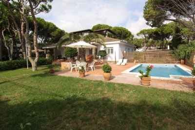 Beautiful house with swimming pool close to the beach not far away from Barcelona